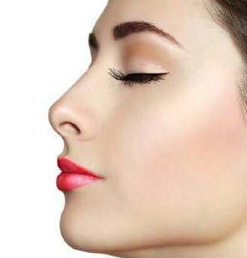 عملية تجميل الأنف المناسبة لمظهر وجهك بالصور